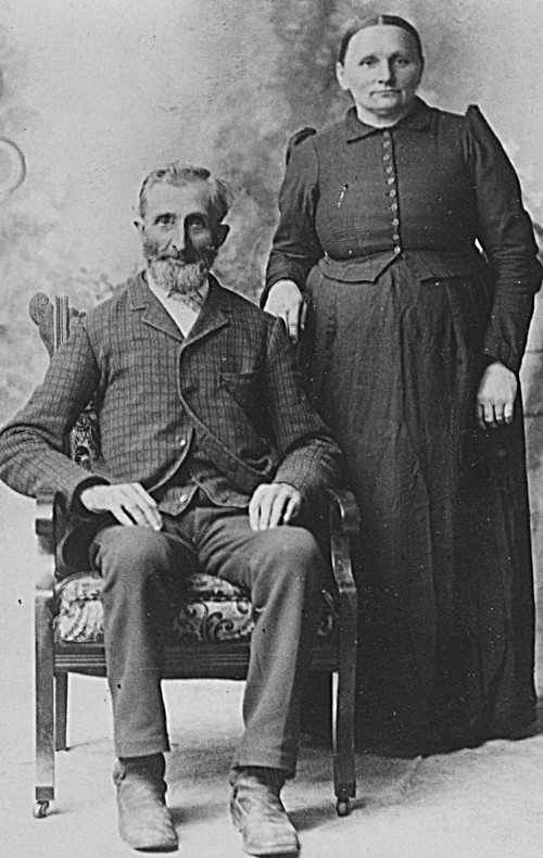 Black and white portrait of Albert Dyke and Berendina Keddeman Dyke, Julia Gemmen Kraker's great-grandmother.