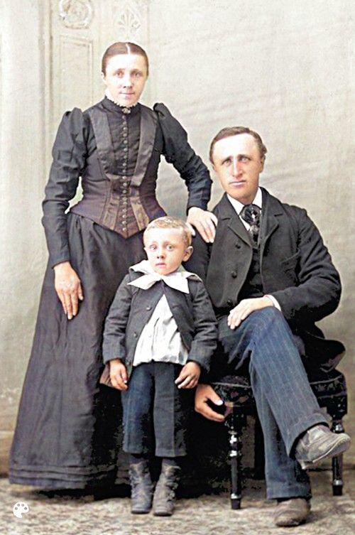 Colorized studio portrait of Albert, Ennegien, and Evert Bielefeld, taken around 1892.