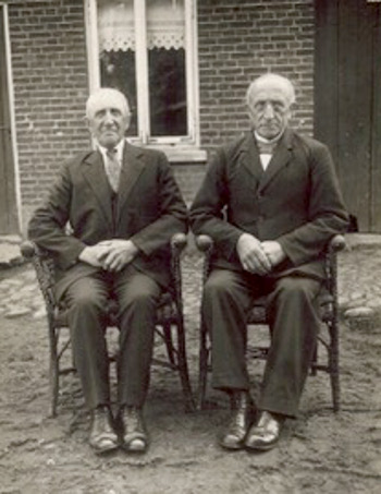Evert Bielefeld (age 70) returned to Grafschaft Bentheim in 1930 to visit his brother Gerrit-Hindrik Bielefeld, age 64)