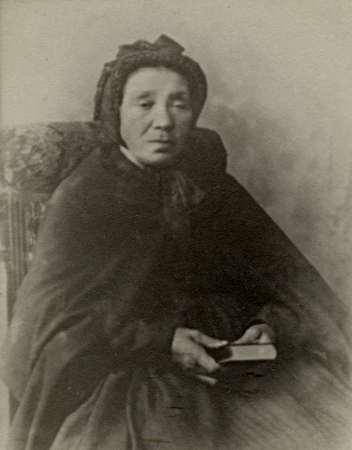 Black and white photograph of Hindrickien Scherborn, who holds a small songbook.