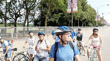 Photograph of the tour group from Grafschaft Bentheim on a bike tour of Chicago