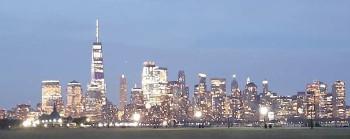Die Grafschafter Reisegruppe und die Skyline von Manhattan.