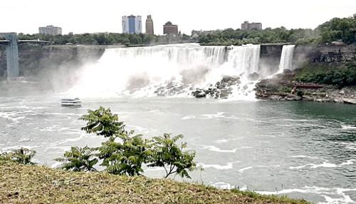Photograph of Niagara Falls and a riverboat that the Grafschaft Bentheim tour group saw