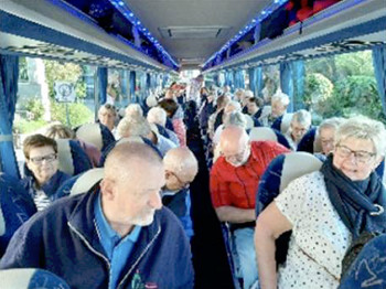 Grafschafter Reisegruppe im Bus nach Amsterdam.
