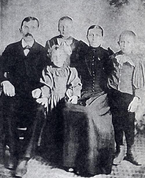 Black and white photo of the Frederik Dyke family