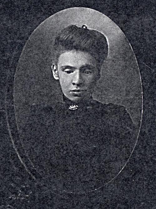 Hendrika Dyke's daughter wearing a dark dress
