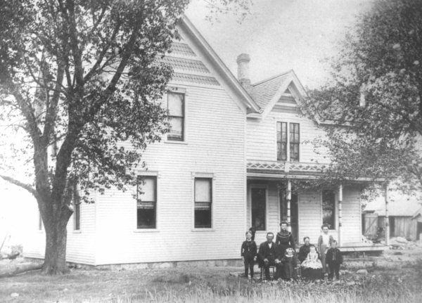 Photo of Berend Veldhuis family standing in front of their farmhouse.