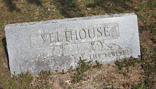 Jan Veldhuis and wife Lily's gravestone