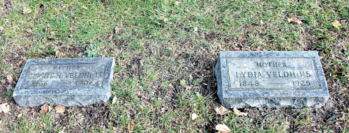Grave markers of Gerrit Hendrik Veldhuis and his wife Lutte (Lydia).