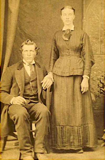 Studio portrait of Hermannes Lemmen and his wife Zwaantje.