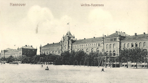 Black and white postcard of the Welfplatz parade ground and barracks building.